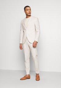 Isaac Dewhirst - PLAIN WEDDING - Suit - neutral - 1