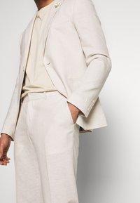 Isaac Dewhirst - PLAIN WEDDING - Suit - neutral - 7