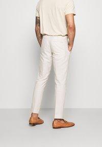 Isaac Dewhirst - PLAIN WEDDING - Suit - neutral - 5