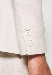 Isaac Dewhirst - PLAIN WEDDING - Suit - neutral - 10