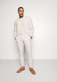 Isaac Dewhirst - PLAIN WEDDING - Suit - neutral - 0