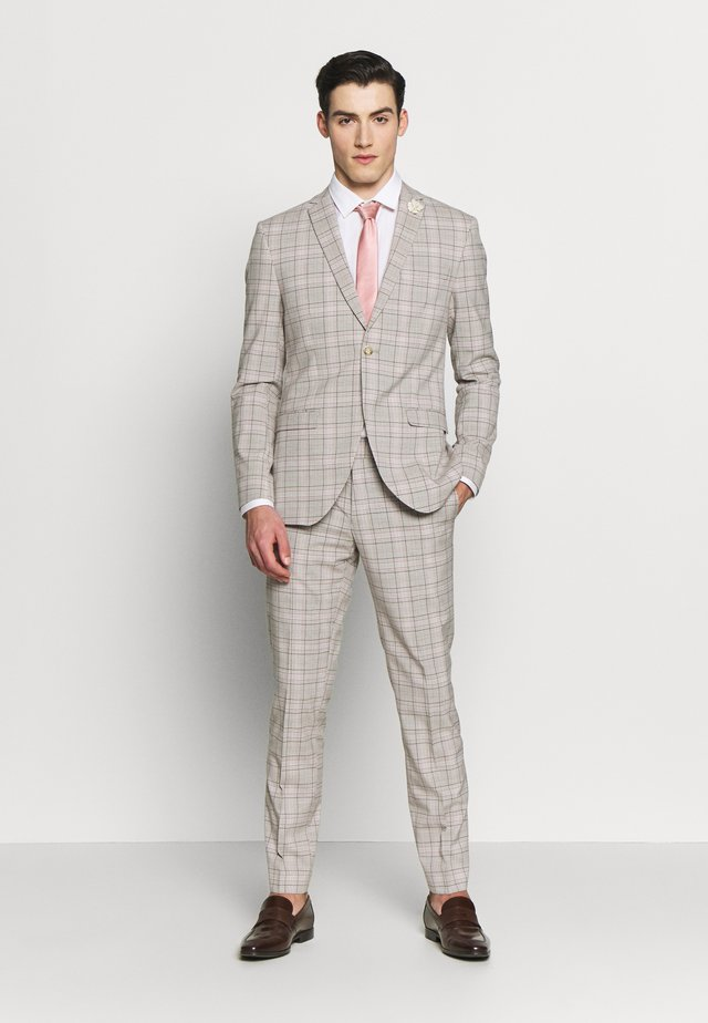 PINK CHECK SUIT WEDDING - Puku - grey