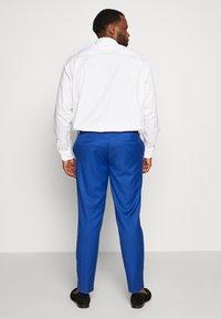 Isaac Dewhirst - POP SUIT PLUS SET - Garnitur - royal blue - 4