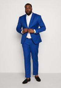 Isaac Dewhirst - POP SUIT PLUS SET - Garnitur - royal blue - 1