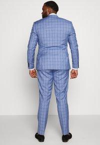 Isaac Dewhirst - BLUE CHECK SUIT PLUS - Garnitur - blue - 3