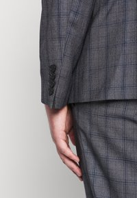 Isaac Dewhirst - CHECK SUIT PLUS - Garnitur - grey - 1