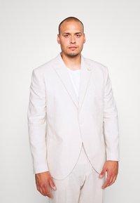 Isaac Dewhirst - PLAIN WEDDING PLUS - Garnitur - neutral - 2