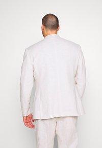 Isaac Dewhirst - PLAIN WEDDING PLUS - Garnitur - neutral - 3