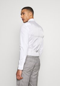 Isaac Dewhirst - CHECK 3 PIECES SUIT - Oblek - grey - 7