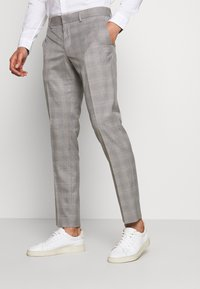 Isaac Dewhirst - CHECK 3 PIECES SUIT - Oblek - grey - 4