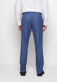 Isaac Dewhirst - BLUE CHECK 3PCS SUIT - Garnitur - blue - 5