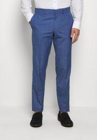 Isaac Dewhirst - BLUE CHECK 3PCS SUIT - Garnitur - blue - 4
