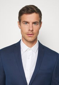 Isaac Dewhirst - Suit - dark blue - 6