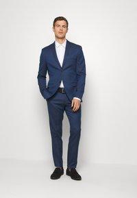 Isaac Dewhirst - Suit - dark blue - 1