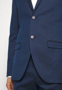 Isaac Dewhirst - Suit - dark blue - 11