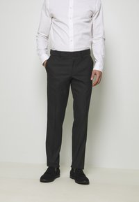 Isaac Dewhirst - RECYCLED TUX SLIM FIT - Garnitur - black - 4