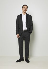 Isaac Dewhirst - RECYCLED TUX SLIM FIT - Garnitur - black - 0