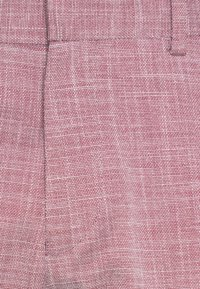 Isaac Dewhirst - WEDDING COLLECTION - SLIM FIT SUIT - Costume - pink - 6