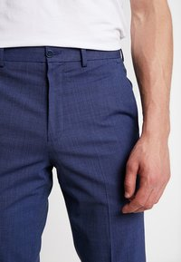 Isaac Dewhirst - TROUSER - Trousers - blue - 3