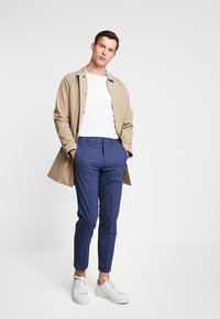 Isaac Dewhirst - TROUSER - Trousers - blue - 1