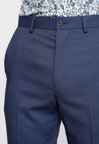 Isaac Dewhirst - STAND ALONE BIRDSEYE - Suit trousers - blue - 3