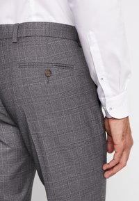 Isaac Dewhirst - STAND ALONE CHECK - Suit trousers - grey - 5