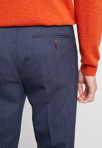 Isaac Dewhirst - SEMI PLAIN TROUSER - Trousers - navy - 3