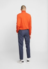 Isaac Dewhirst - SEMI PLAIN TROUSER - Trousers - navy - 2