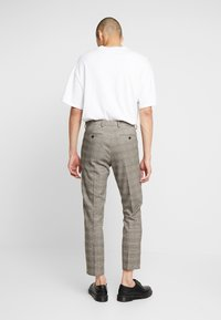 Isaac Dewhirst - Trousers - brown - 2