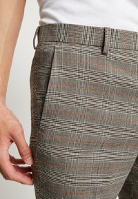 Isaac Dewhirst - Trousers - brown - 4