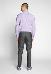 Isaac Dewhirst - PUPPYTOOTH TROUSER - Trousers - grey - 3