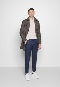 Isaac Dewhirst - PLAIN TROUSER - Trousers - blue - 1
