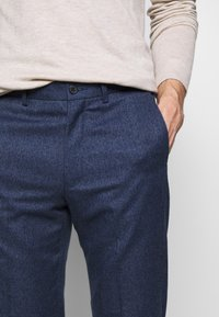Isaac Dewhirst - PLAIN TROUSER - Trousers - blue - 5