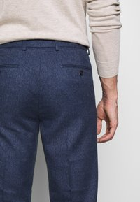 Isaac Dewhirst - PLAIN TROUSER - Trousers - blue - 3