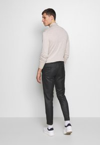 Isaac Dewhirst - HERRINGBONE TROUSER WITH TURN UP - Trousers - grey - 2