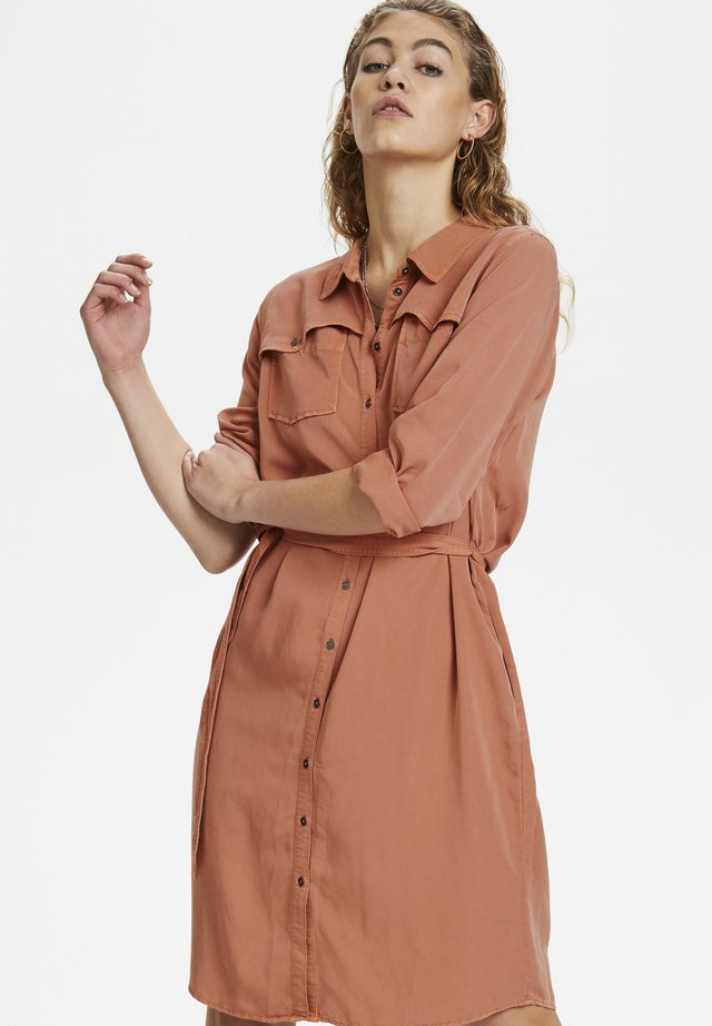 DHFIONA  - Shirt dress - pale redwood