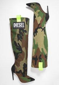 Diesel - SLANTY D-SLANTY HOTK - Kozačky na vysokém podpatku - khaki - 3