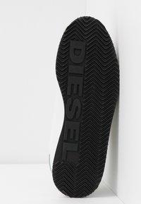 Diesel - PYAVE S-PYAVE WEDGE - Sneakersy niskie - star white/vaporous - 6