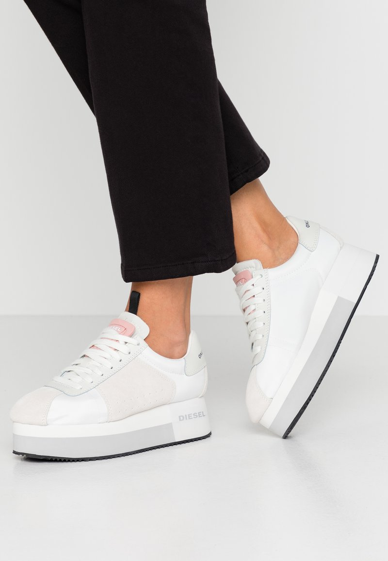 Diesel - PYAVE S-PYAVE WEDGE - Sneaker low - star white/vaporous