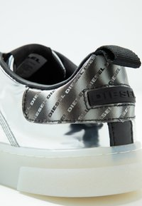 Diesel - CLEVER S-CLEVER LOW LACE W - Trainers - silver - 2