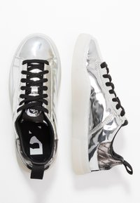 Diesel - CLEVER S-CLEVER LOW LACE W - Trainers - silver - 3