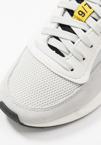 Diesel - SERENDIPITY S-SERENDIPITY LOW W - Baskets basses - white/gray/violet - 2