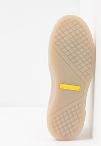 Diesel - S-CLEVER LOW LACE W - Sneakersy niskie - star white/fluo peach - 6
