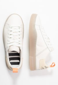 Diesel - S-CLEVER LOW LACE W - Sneakersy niskie - star white/fluo peach - 3