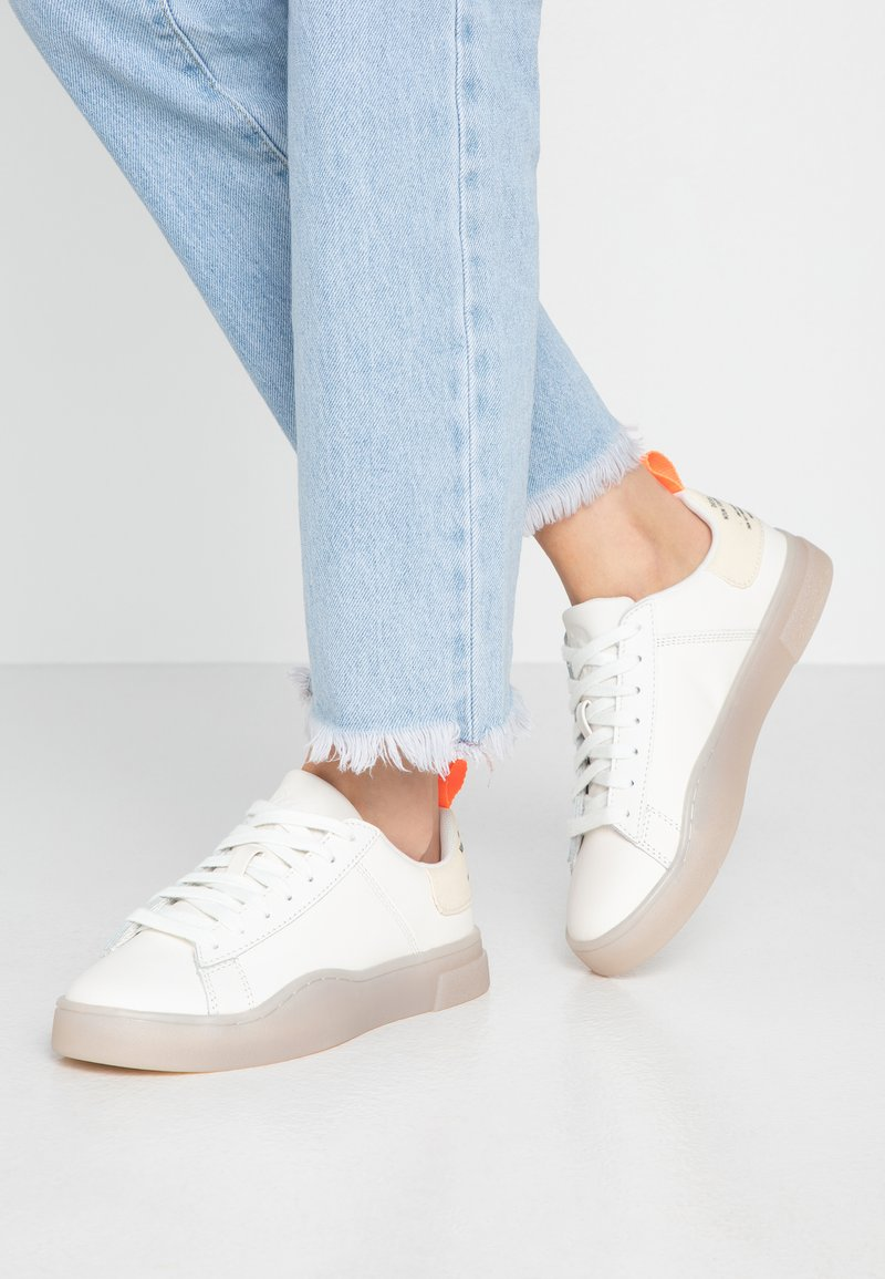 Diesel - S-CLEVER LOW LACE W - Sneakersy niskie - star white/fluo peach