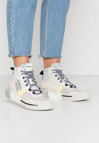 Diesel - DESE S-DESE RC MID W - Sneakers hoog - star white - 0