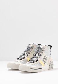 Diesel - DESE S-DESE RC MID W - Sneakers hoog - star white - 4