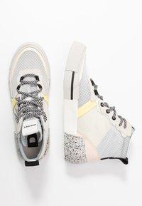 Diesel - DESE S-DESE RC MID W - Sneakers hoog - star white - 3