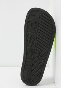 Diesel - VALLA SA-VALLA W - Pantofle - fluo/black - 6