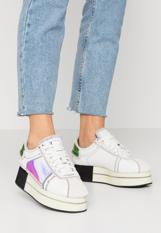 S-PYAVE WEDGE - Sneakers laag - star white